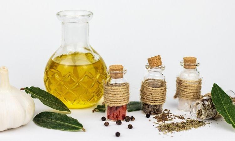 橄欖油需要透過酸價與發煙點來挑選適合你的品種