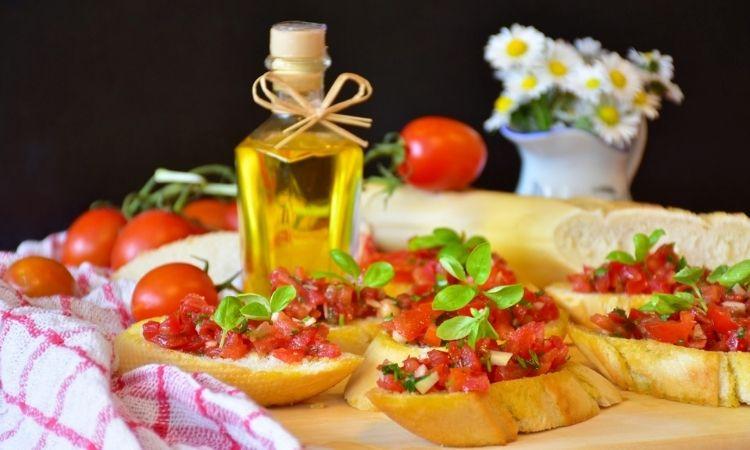 橄欖油與巴薩米克醋醬做成的油醋醬,適合淋在麵包與沙拉上